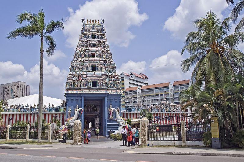 Ngôi đền Sri Srinivasa Perumal cũng là địa điểm để tổ chức lễ hành xác Thaipusam thường niên