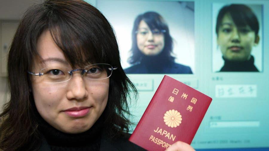 """Cuốn hộ chiếu """"quyền lực"""" nhất thế giới năm 2021."""