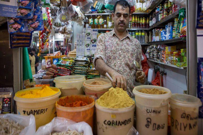 Du khách có thể tìm mua bất kì loại gia vị Ấn Độ nào tại khu chợ này